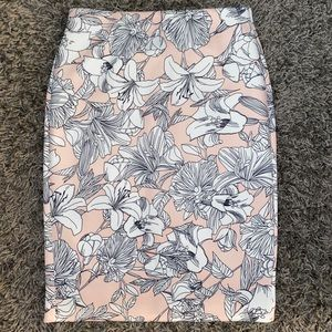 2/$30 NYCC Pink/White Floral Pencil Skirt S